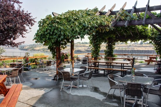 The Dalles, OR: patio