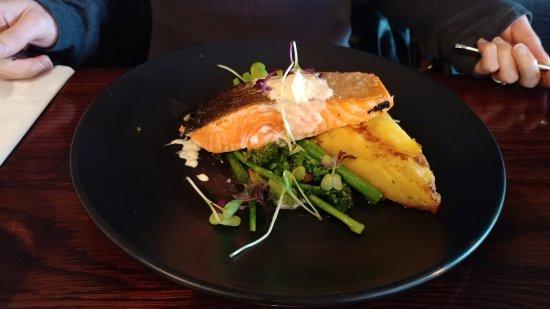 Twizel, Nieuw-Zeeland: Crispy skin salmon