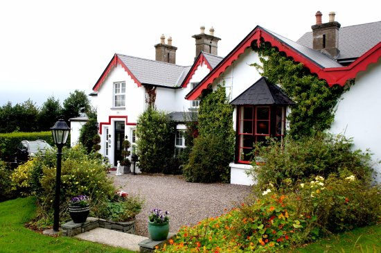 Killeen House Hotel & Rozzers Restaurant: That's what the hotel looks like outside