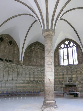 Worcester, UK: Austere chapter house