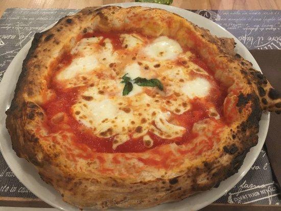 Formigine, Italy: Pizza con la bufala