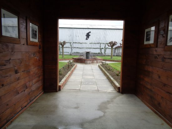 Renwick, New Zealand: After tasting the wines time in the courtyard is a must