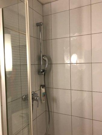ibis Zurich City West: Shower