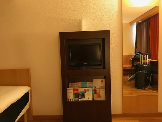 ibis Zurich City West: TV