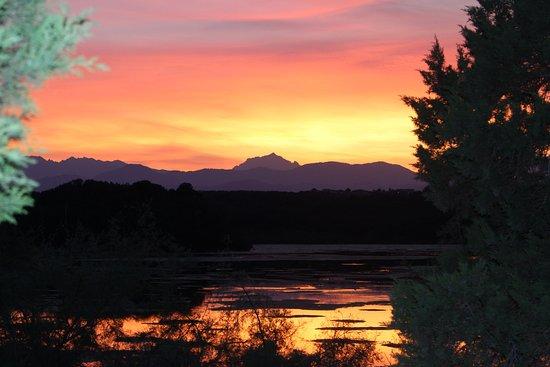 Riva Bella Naturiste Camping: coucher de soleil sur l'étang du camping