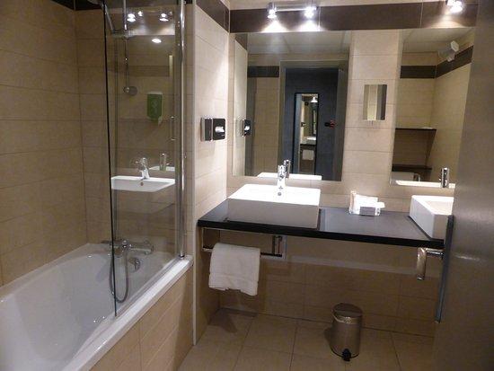 Monthieux, Frankreich: salle de bain