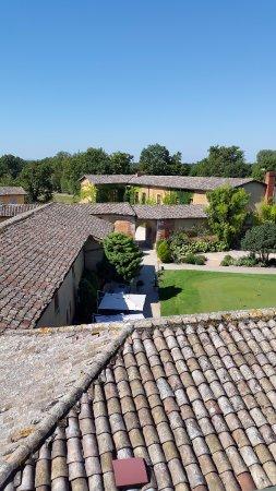 Monthieux, Frankreich: vue des toits