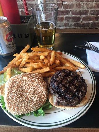 Island Burgers and Shakes : photo0.jpg