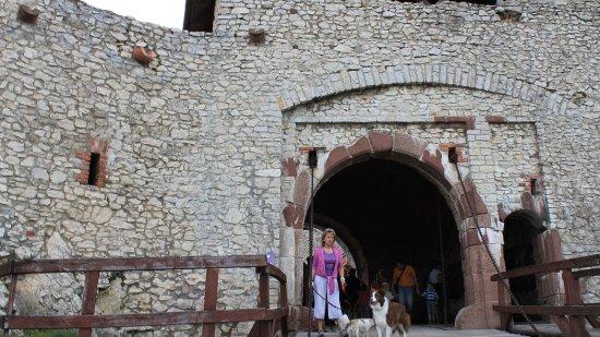 Sumeg, Hongarije: Sümeg - a vár főkapuja