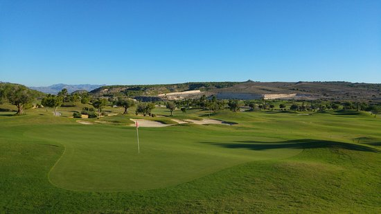 Orihuela, España: No flat greens at all