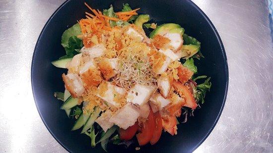 Caboolture, Australien: Teriyaki beef salad  Chicken salad