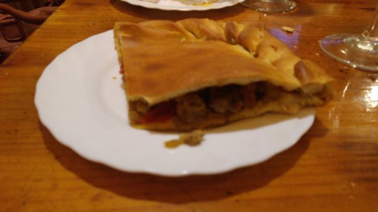 Marin, Hiszpania: Empanada de la casa. Se desarmaba y casi sin relleno.