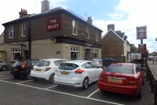 Sittingbourne, UK: Street Frontage, good parking