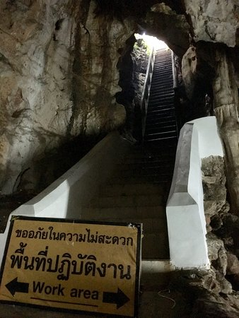 Tham Khao Luang Cave: Beautiful views... renovations almost completed.