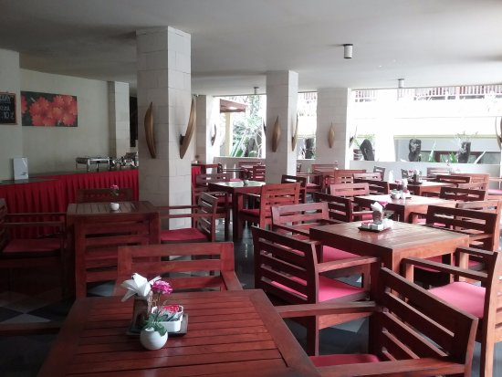 Fourteen Roses Beach Hotel: Salle du petit déjeuner