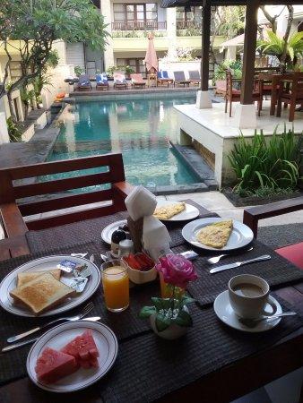 Fourteen Roses Beach Hotel: Petit déjeuner