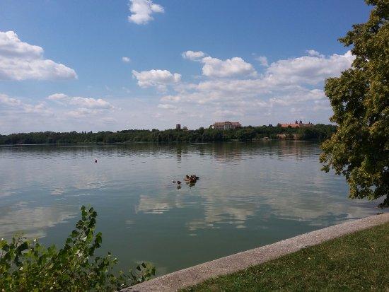 Tata, Hongarije: lakeside view