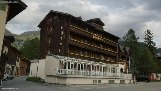 Oberwald, Suiza: Frontansicht