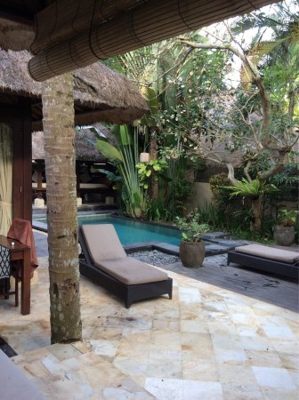 The Ubud Village Resort & Spa: Our villa with pool and a lovely view from our outdoor bathroom