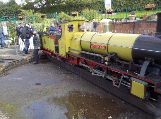 Ravenglass, UK: turning the train around