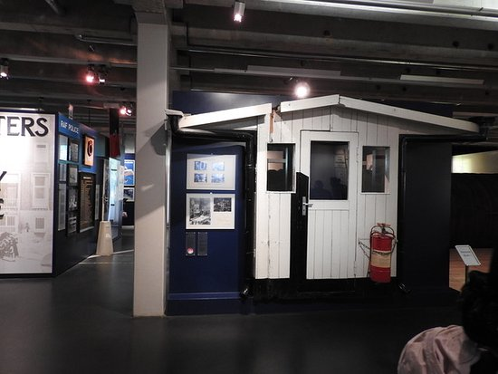 Allied Museum (Alliierten Museum) : The Check Point Charlie Shed in the Allied Museum.