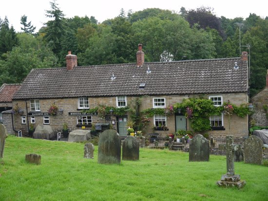 Lastingham, UK: Is a quaint old public house doing bed and breakfast, is a must visit