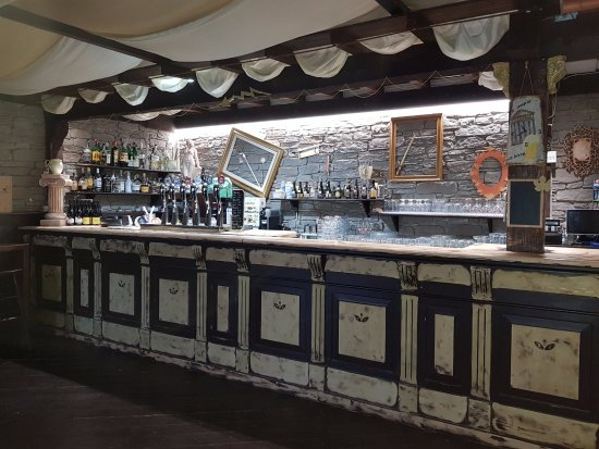 Teramo, Italy: bancone new look