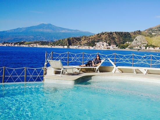 Fantastic pool & private beach