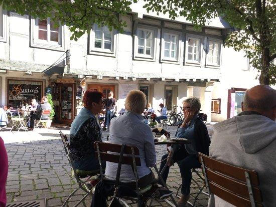 Blaubeuren, Tyskland: Il Gusto genießen bei Sonnenschein