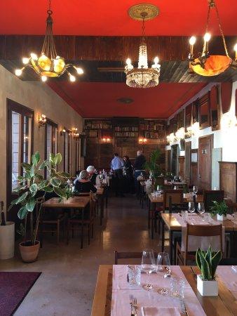 Pieve di Soligo, Italien: Osteria La Loggia, gusto autentico e ambiente nostalgico