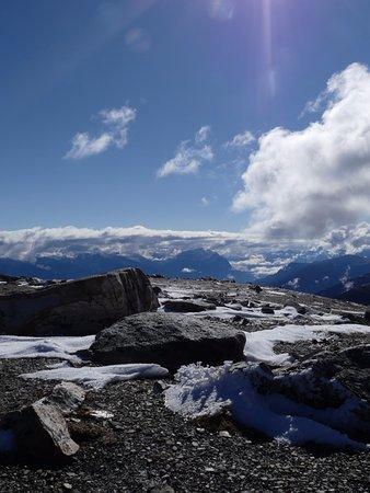 Jasper SkyTram: Snow on the mountain top
