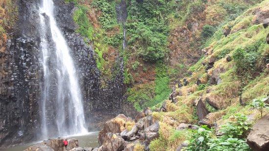 Malino, Ινδονησία: Sisi sekitar bagian bawah air terjun
