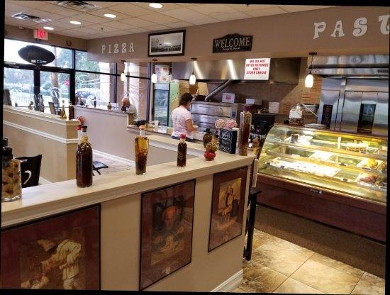 Port Saint Lucie, FL: Pizza, coffee and dessert for Bill Lewis of Vero Beach, Florida.