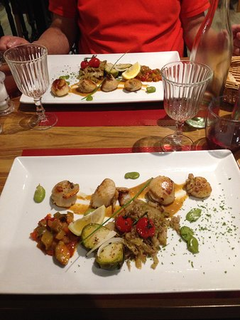 Le Bistrot Saint André : Scollops with baked onions & cabbage