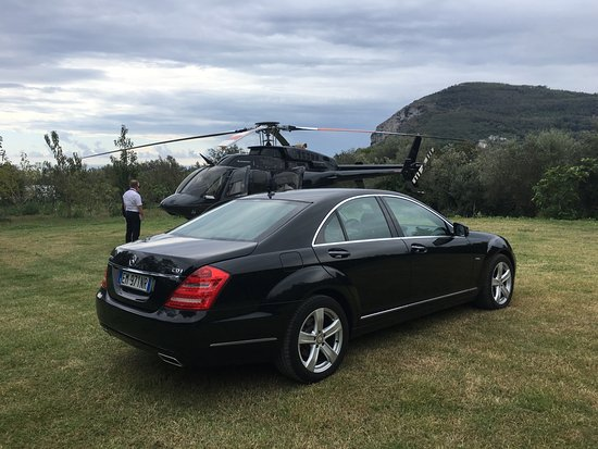 Massa Lubrense, Italia: Mercedes S Class all' Helipad di Sorrento