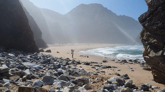 how to get from lisbon to praia da ursa