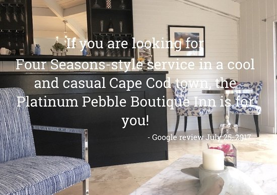 West Harwich, MA: The Lounge of the Platinum Pebble Boutique Inn