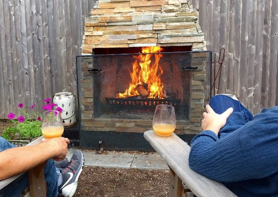 The Platinum Pebble Boutique Inn: Outdoor Fire Pit