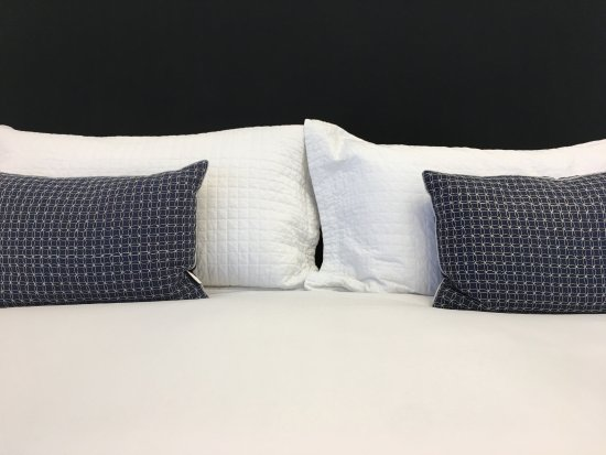 The Platinum Pebble Boutique Inn: Sleep comfortably on premium Kingsdown Mattresses and Comphy linens