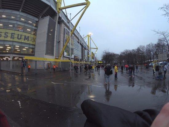 Signal Iduna Park: Exterior do Estádio