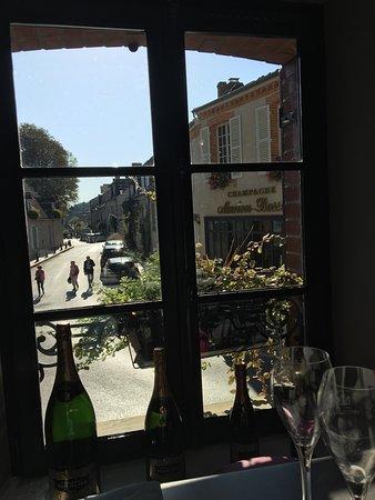 Hautvillers, Francia: La Champagne au soleil un dimanche d'octobre