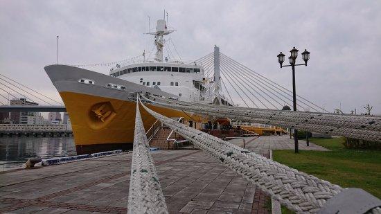 太いロープで係留された八甲田丸 - Picture of Seikan Ferry Memorial Ship Hakkodamaru, Aomori -...