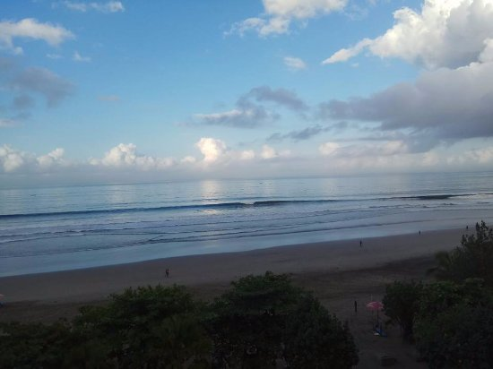 Anantara Seminyak Bali Resort: View from the breakfast area at the rooftop