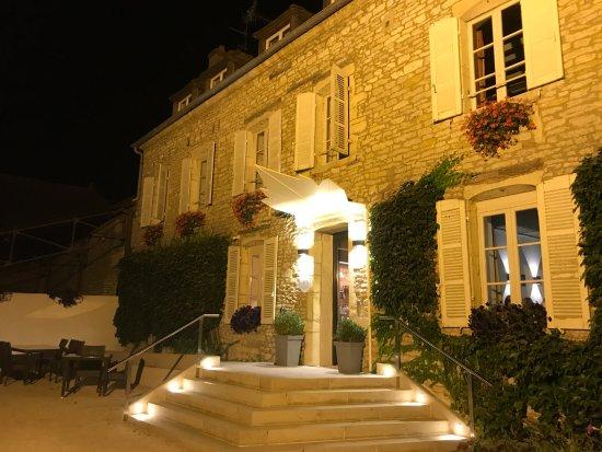 Morey St Denis, Francja: Castel de Tres Girard