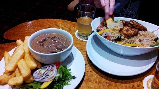 Brodick, UK: Casserole de venaison et salade de quinoa