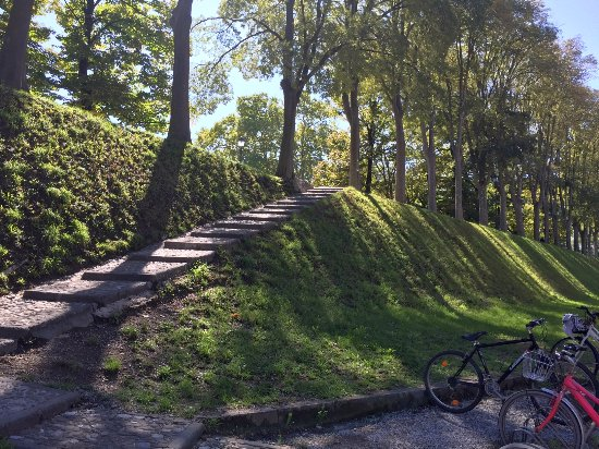 Le mura di Lucca: One of the many ways up and down