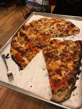 Frank Pepe Pizzeria Napoletana: photo1.jpg