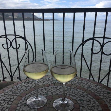 Enoteca le Petit Tonneau: Vue depuis la terrasse