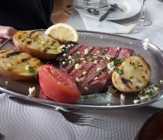 Santa Comba Dao, Portugal: Amazing dish! (Tuna Steak)