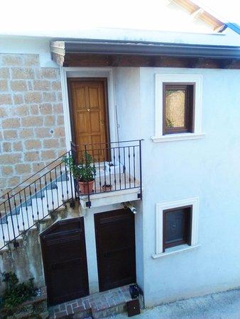 Conca della Campania, Italy: casa affittata con scala esterna